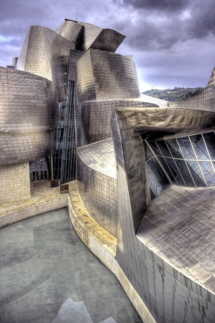 Bilbao Guggenheim Museum by Wojtek Gurak