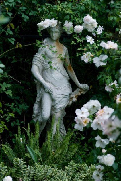 roses_statue