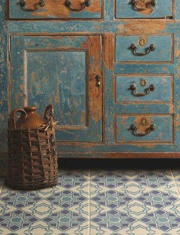 blue tile_blue cabinet