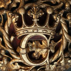 gold crown emblem