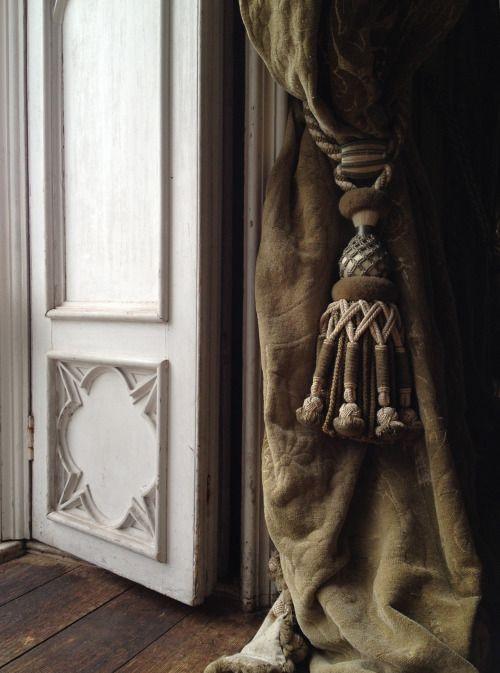 tassle_velvet curtain