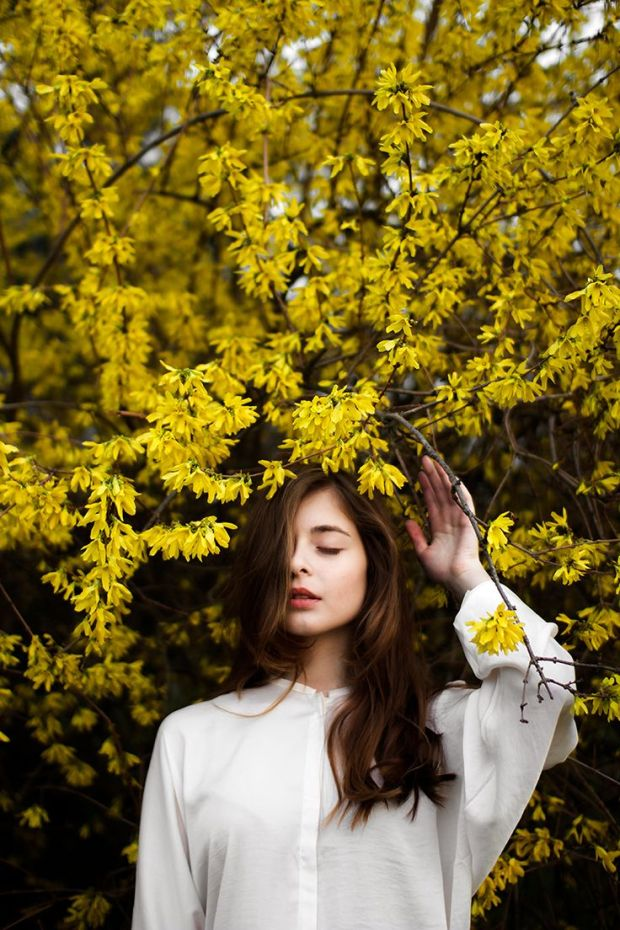 girl_forsythia
