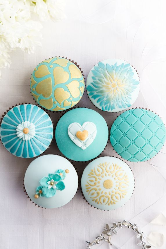 turquoise and gold cupcakes