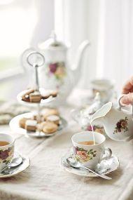 Afternoon tea.. by aisha.yusaf