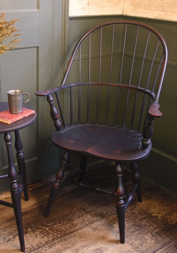 Contiuous Arm Windsor Chair with Saddle Seat