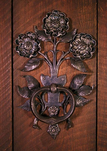 manija de la puerta de flores por el artista Carl Cerrar Jr., Hammersmith Estudios