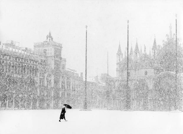 Piazza San Marco, Venezia by Gianni Berengo Gardin