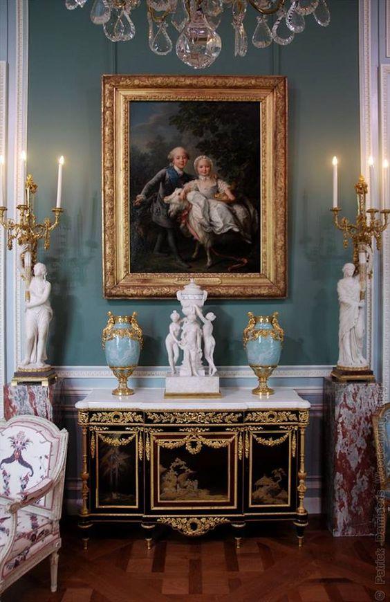 louvre-interior-details-18th-century-paris-france